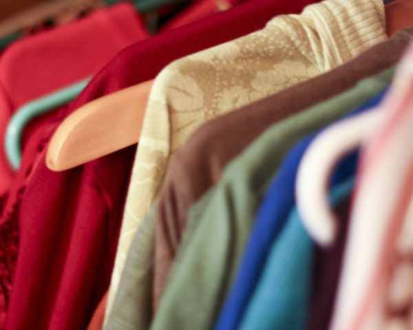 How to Organize a Clothing Swap Party