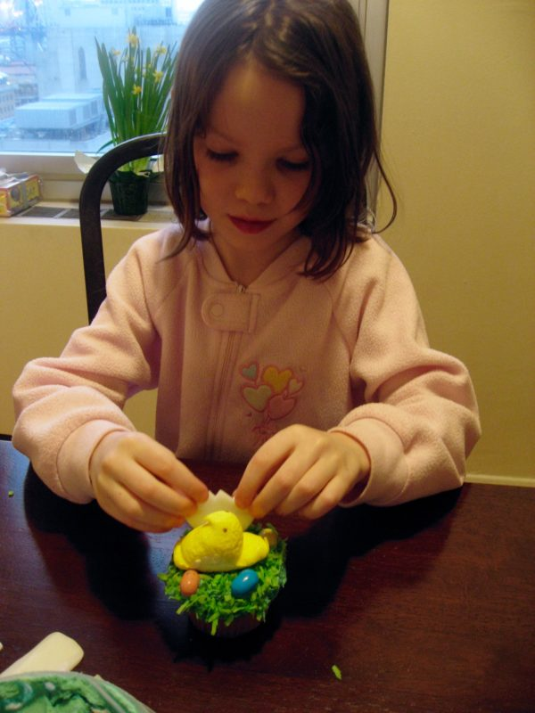 How to Make Chick & Egg Easter Cupcakes