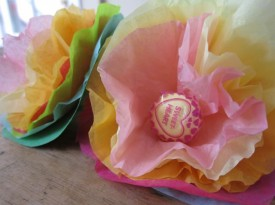 How to Make Lollipop Tissue Paper Flowers Thumbnail